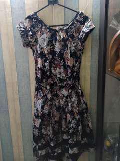 Midi dress bunga bunga bisa buat acara resmi
