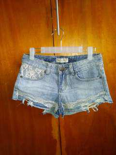 Lace tattered short