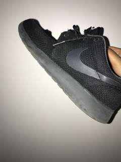 adidas black roshes run