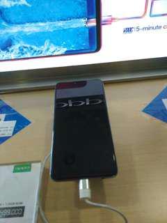 Sya menjual handphone menggunakan cicilan dari Home Credit .
