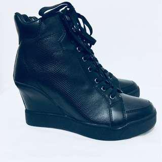 GUESS  NEW Womans 8.5M Black Booties