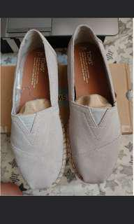 Tom Suede Grey Slip On Shoes - Sepatu Tom