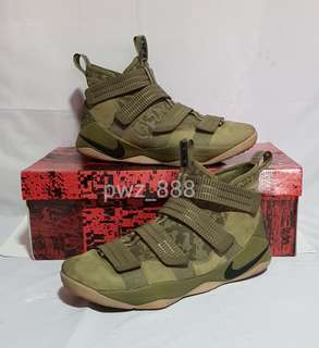 Authentic NIKE LEBRON Soldier XI Size 10