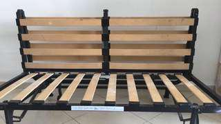 Foldable queen size bedframe