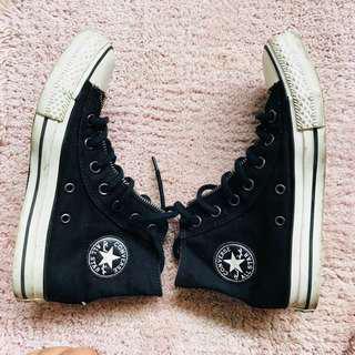Converse Black Authentic