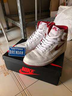 Nike aj1 retro white varsity red
