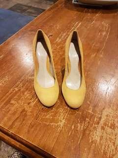 Size 6, Mustard Suede heels