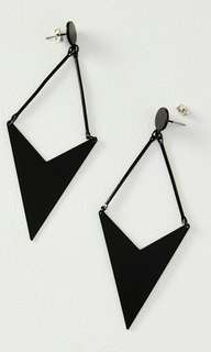 GEO ARROW METAL EARRING
