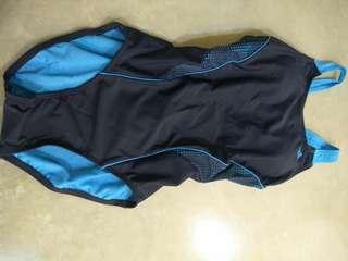 🚚 Adidas泳裝