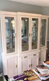 Beautiful China Cabinet/Hutch