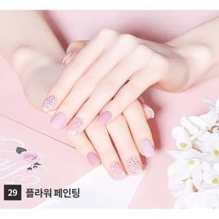 🚚 [Free Mail]Dashing Diva x Etude House Press on Manicure #pink blossom