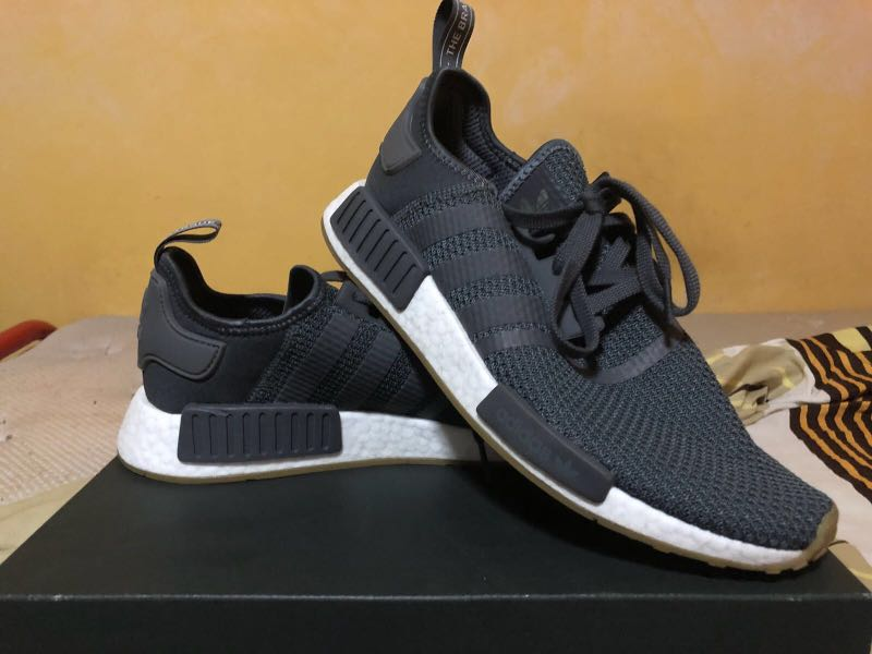9d2eb6622869a NMD R1 CHARCOAL GREY