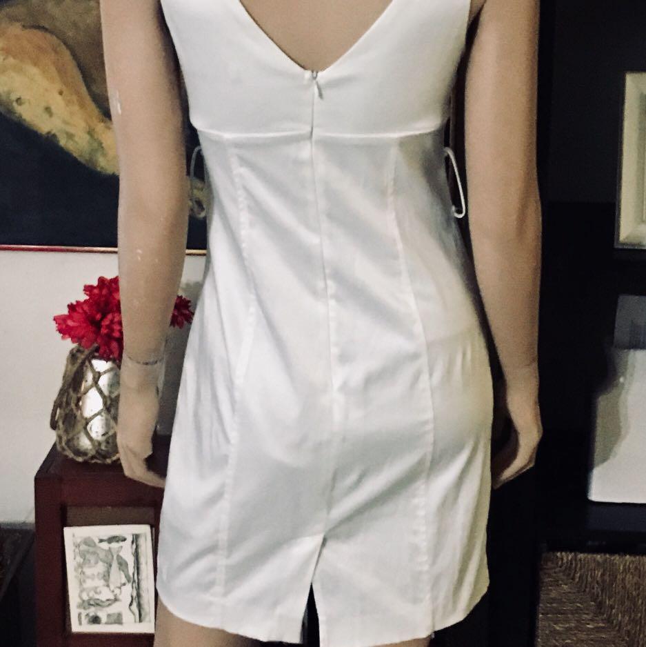 White CHARLOTTE RUSSE Sleeveless Dress Size Medium.