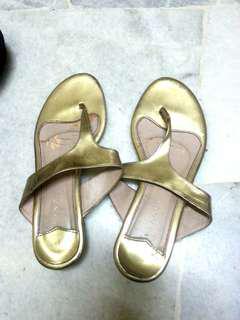 FREE Vincci Sandals