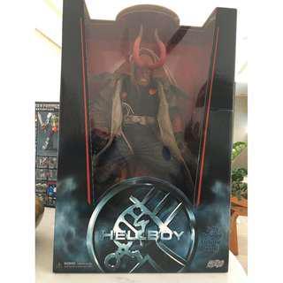 "Hellboy - Mezco - 18-inch Hellboy ""Battle Damaged Exclusive Variant"""