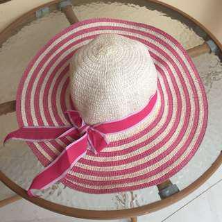 Topi Pantai Pink