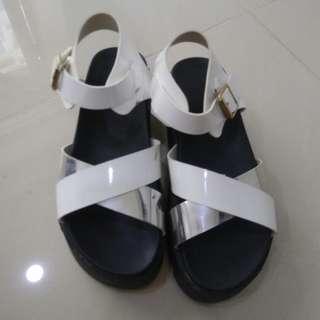 🚚 銀白雙色涼鞋