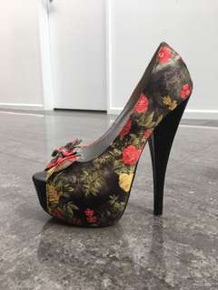 High flower pump heels size 7
