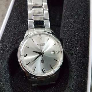 Nakzen Japan Quartz 39mm case on bracelet (sunburst silver)