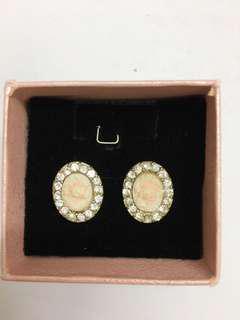 Oval shaped earring
