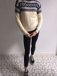 Vintage navy and cream jumper