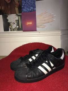 BLACK ADIDAS ORIGINALS SIZE 10