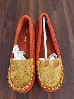 🚚 橘色真皮休閒鞋