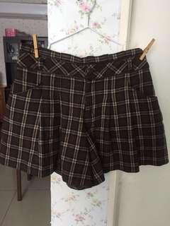 Shorts size 28