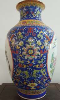 Chinese Royal blue famille rose balustervase with golden rim lip, late Qing Dynasty marks & hand painted.