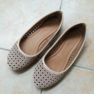 Rubi Cream Shoes (Size 7)