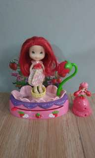 REPRICED! Strawberry Shortcake doll toy
