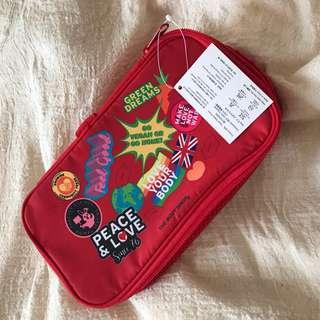 🚚 THE BODY SHOP 旅行化妝包(紅色不易髒)