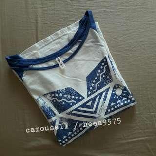 藍色拼接袖仿舊印刷七分袖T恤