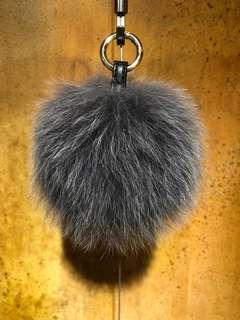 🚚 狐狸毛球掛飾鐵灰色