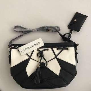 RTP: $50 😱 Iconic Geo Tote Shoulder Handbag
