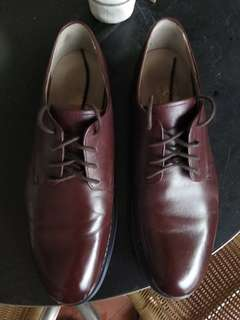 Clarks casual leather shoe. Burgundy colour. Size US 9