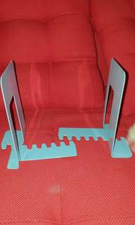 Book shelves holder / stopper