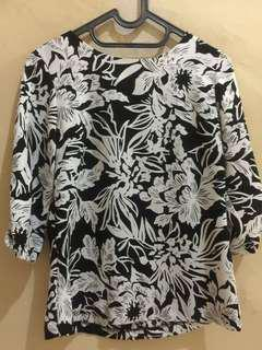 Blouse black and white motif