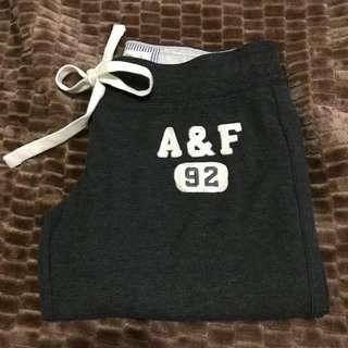 🚚 A&F 女生棉短褲  logo 一點點點污漬 但全新