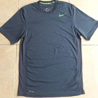 Nike dri fit Tee Kaos not Adidas