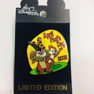 美國迪士尼 Disney Chip N Dale 鋼牙與大鼻 愚人節 限量 LE 襟章 徽章 Pin