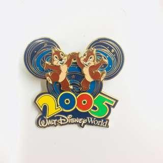 美國迪士尼 Disney Chip N Dale 鋼牙與大鼻 2005 襟章 徽章 Pin