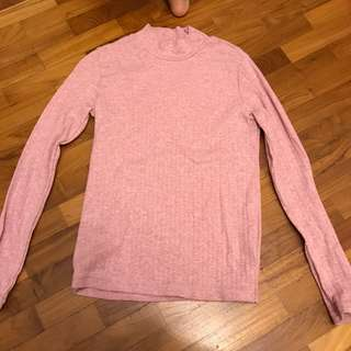 New baby pink Uniqlo sweater turtleneck in ribbed, kids size 150. Suitable for adults