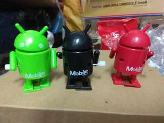Mobile  Magazine  wind-up toys 上鏈行路公仔一套三隻