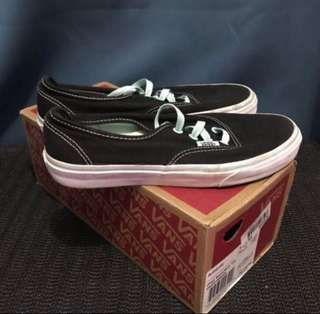 e68c67fdd6 Authentic Vans (Size ...