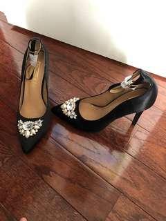 Brand new heels size 8