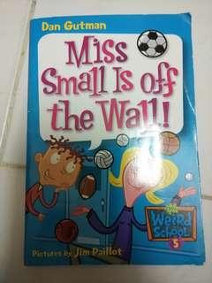 英文故事書 Miss Small Is Off the Wall!
