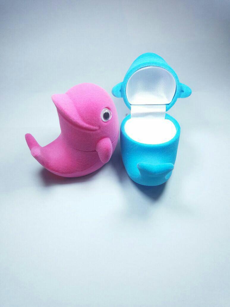 Kotak cincin dollphin single warna pink dan biru