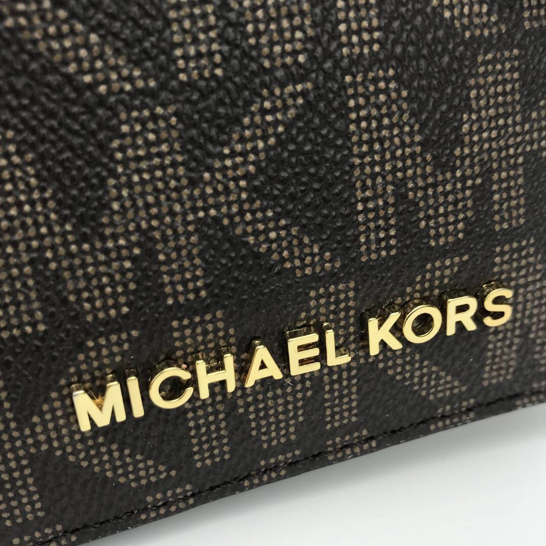 caee433f4412c9 NEW ARRIVAL Michael Kors Jet Set Travel Passport Case Dark Brown, Luxury,  Bags & Wallets, Others on Carousell