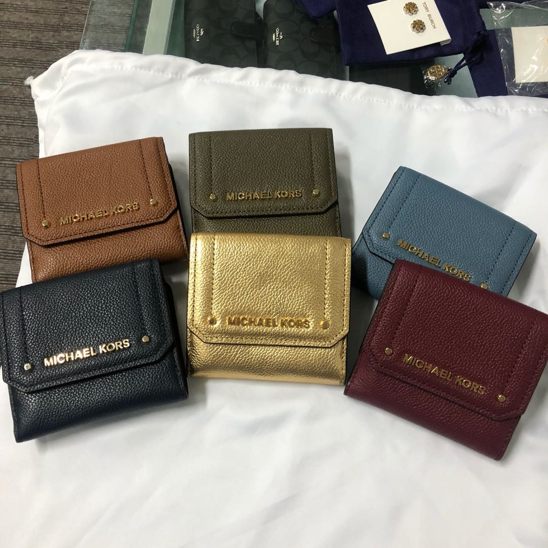 c389ebc1bd2e NEW ARRIVAL Michael Kors medium trifold wallet, Luxury, Bags ...